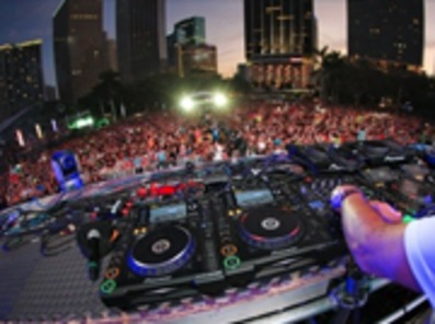 DJ Equipment Stands